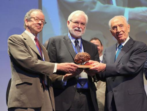 For the betterment of humanity - Arto Nurmikko, left, and John Donoghue receive the B.R.A.I.N. Prize from President Peres at the BrainTech 2013 Conference.