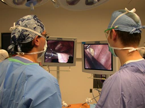Individual views - Earlier work experimented with special goggles that allowed individual surgeons to home in on their tasks, but goggles isolated members of the surgical team. Individual views on individual monitors appears to improve performance on complex surgical tasks.