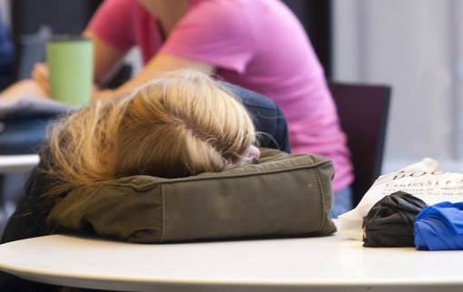 A perfect storm of sleep - By the time they enter high school, students are caught between a biological tendency toward staying up later and school districts that start earlier. The solution? Start the school day later.