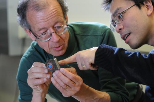 Brown Researchers examine the new device
