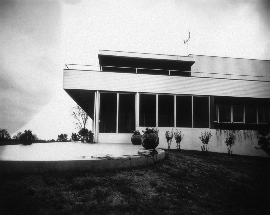 Windshield House (1938), Fishers Island, N.Y.: Designed by Richard NeutraPhotograph: by Harold Haliday Costain, courtesy of the UCLA Library Archives and the Harold Haliday Costain Estate.