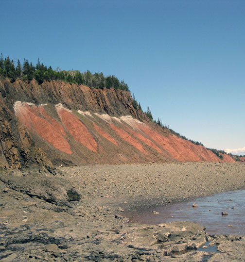 Central Atlantic Magmatic Province: Massive lava flow (top brown layer) sits atop end-Triassic (white) and Triassic (red) layers at a site in Five Islands Provincial Park, Nova Scotia.   Image: Jessica. H. Whiteside/Brown University